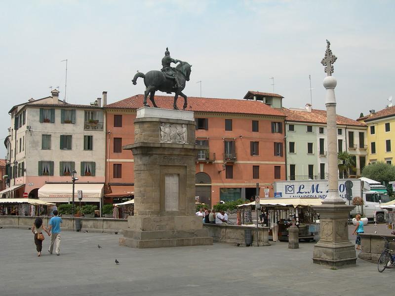 The parvise of Saint Anthony's Basilica with the equestrial monument to Gattamelata made by Donatello in 1453.<br /> <br /> Il sagrato della basilica del Santo con il monumento equestre di Donatello al Gattamelata, del 1453.