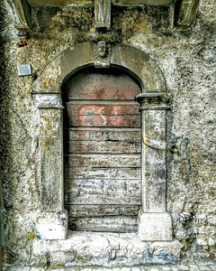 "What's Inside?"" - Pescasseroli, Italia"