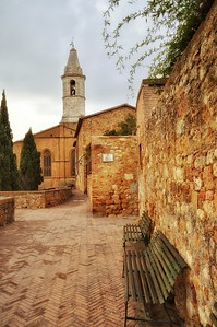 """""""Sit and Look Awhile"""" - Pienza, Italia"""