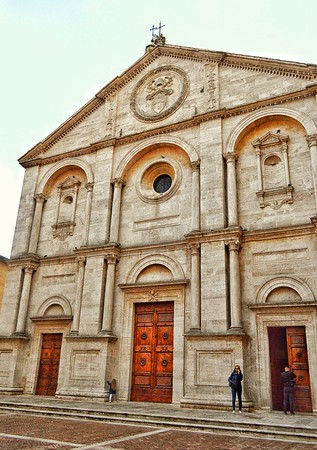 """""""Holding a Dignified Pose"""" - Duomo di Pienza - Pienza, Italia (circa 1462)"""