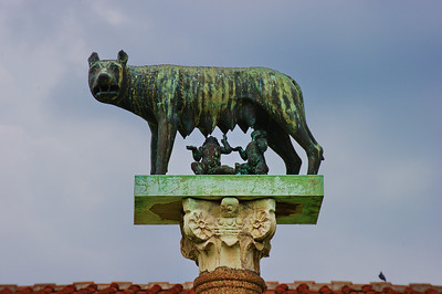 Pisa_Dog-statue_D3S0283