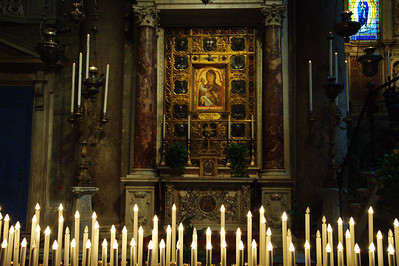 Pisa_Cathedral_lit-candles_D3S0228