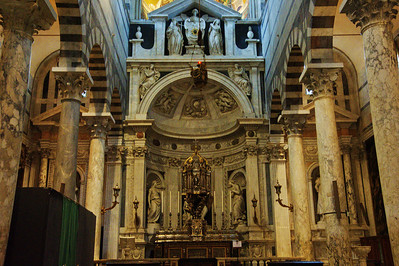 Pisa_Cathedral_sidealtar_D3S0225
