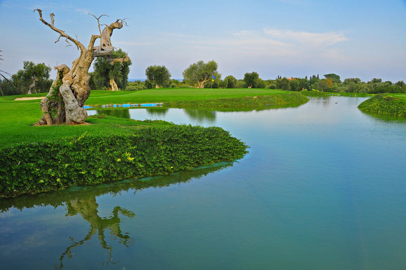 golf hole at Masseria Torre Maizza