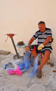 Monopoli fisherman tying new leaders and hooks