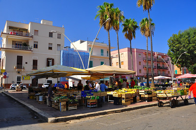 Monopoli fruit market