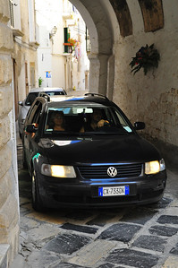 """one-way street"" in Monopoli"