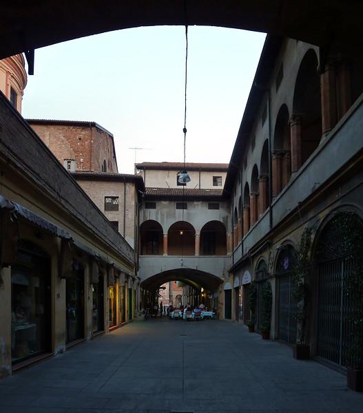 Reggio Emilia, via Broletto