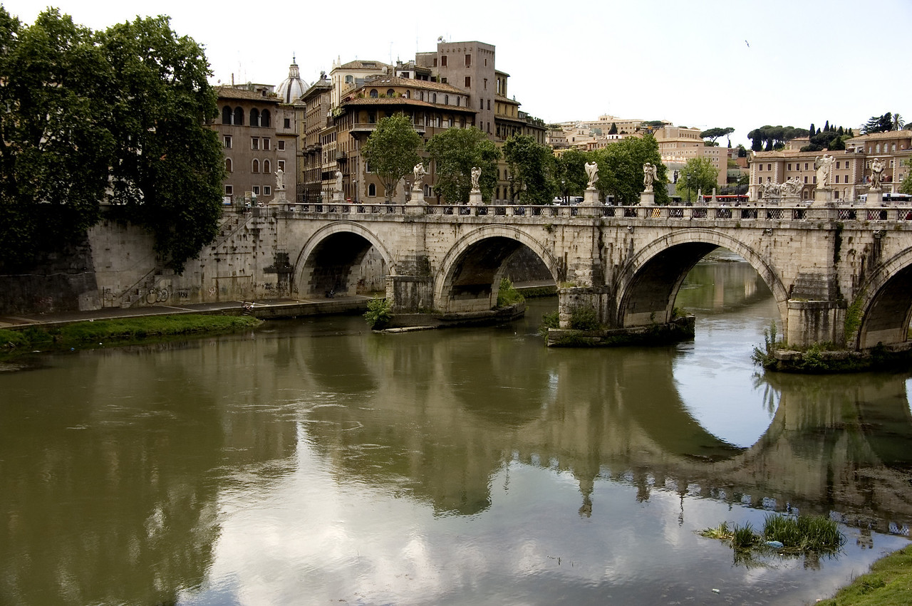 19. Bridge on Tevere River, Rome