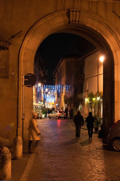 Trastevere arch before entering the neighborhood