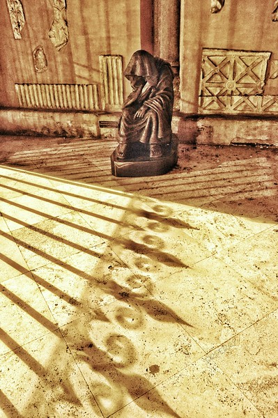 """""""Hooded Visitor"""" - Chiesa San Lorenzo in Lucina - Roma"""