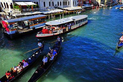 Venice_Grand-Canal_Gondolas+Vapo_D3S4454