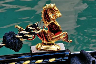 Venice_Gondola_Gold-Horse_D3S4461