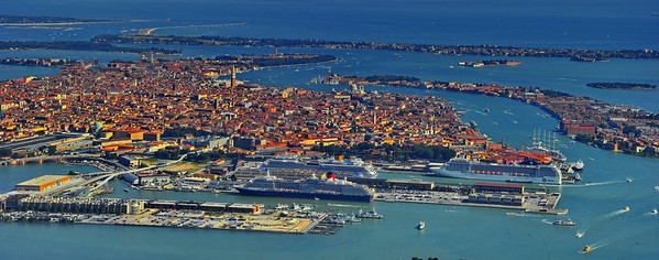 Venice_panorama_from_air_D3S4440