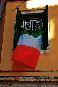 Venice_Italian_Flag_Window_D3S4471