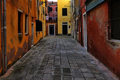Venice_Street_Trapozoid_Lines_D3S4469