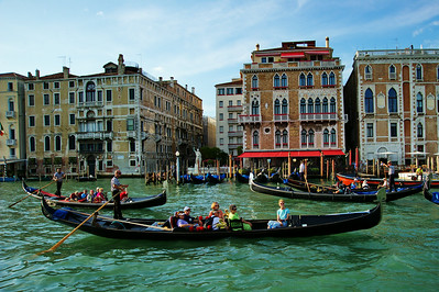 venice_gondolas_on_grand_canal_d3s0452
