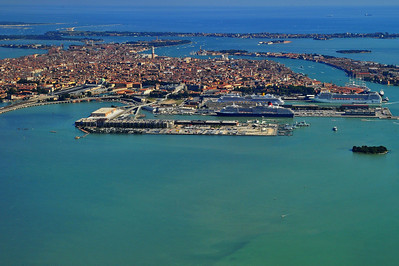 Venice_Cruise-Port_4m_Air_D3S4441