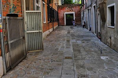 Venice_Kids_Soccer_on_Street_D3S4470