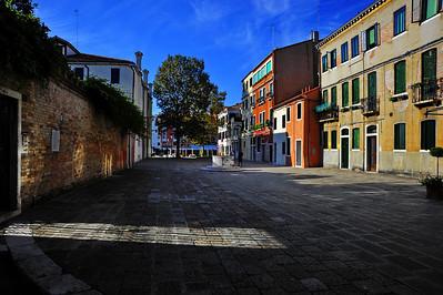 Venice_street_wide_D3S4465