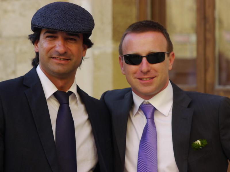 Alfonso e Alessio. Alfonso sfoggia il look per le operazioni under-cover dell'Agenzia.