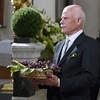 """Amerigo pensa: """"Anche oggi che mi sono vestito bene, mi hanno messo l'uva in mano..."""""""