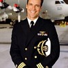 Andrea in queste foto mostra una vaga somiglianza col capitano Harmond Rabb della serie televisiva JAG