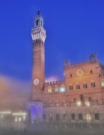 """""""Piazza Nella Nebbia"""" - Siena, Italia"""