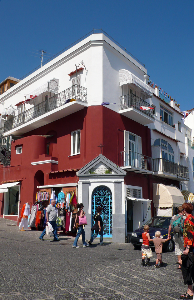 Red building in Capri