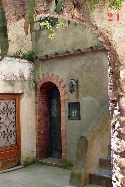 Door 21, Capri
