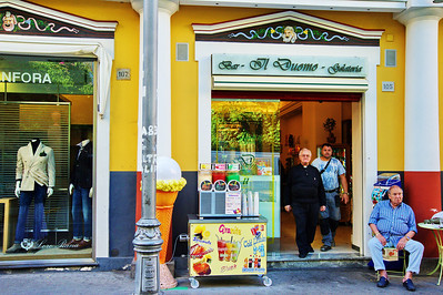 Sorrento_IL_Duomo_Gelateria+2Customers_D3S0095