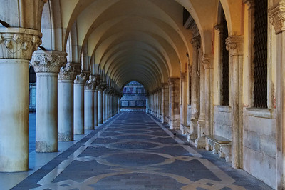 Doge_Palace_Arched_Walkway_D3S5201