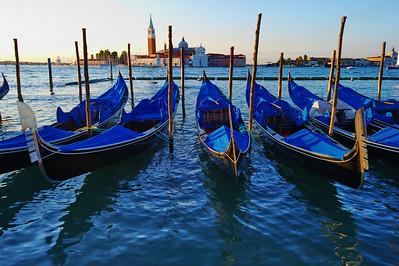 Docked_gondolas_Redentore_D3S5203