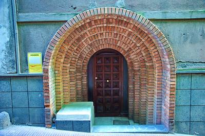 Tarquinia_Arched_doorway-wooddoor_D3S0118