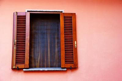 Tarquinia_Window_Pink-Wall_D3S0150