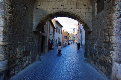 Tarquinia_Portal_Street_D3S6352