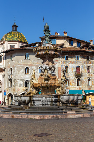 Piazza Duomo - Fountain of Neptune