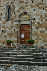 The church is one of the most important examples of Romanesque architecture in the Siena region.