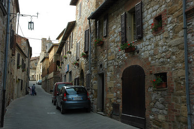 Looking north on Via Landucci in Montefollonico.