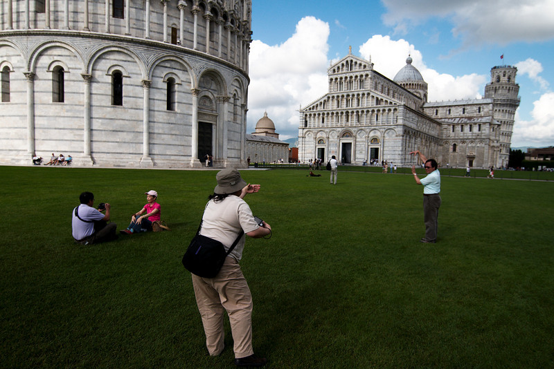 Posing for photos in Piazza dei Miracoli