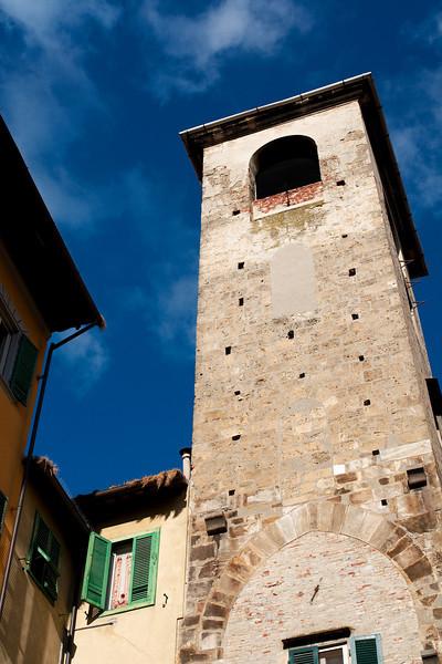 Pisa side streets