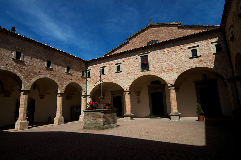 Courtyard of the Basilica di Sant'Ubaldo