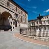 Fontana Maggiore, Piazza IV Novembre