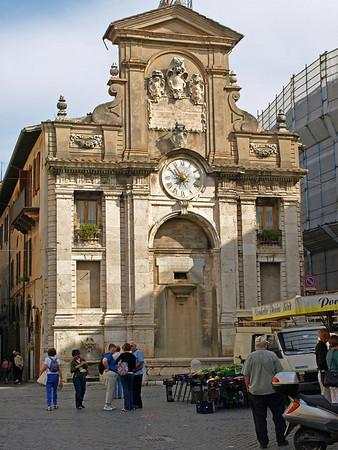 Fountain in Piazza del Mercato