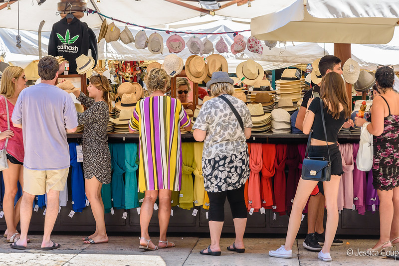 Hat Shopping in Piazza delle Erba