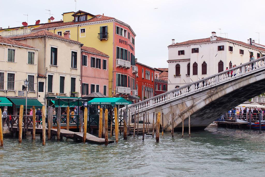 Venice transportation - ACTV vaporetto - Water taxi Venice