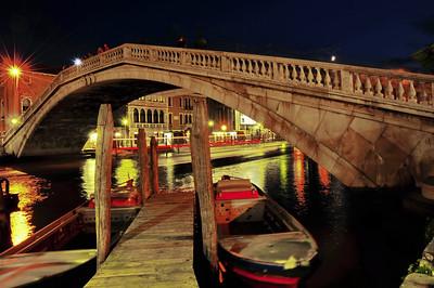 Scalzi_Bridge_night_D3S5142