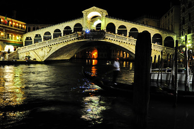 Rialto_Bridge_night_gondola_D3S5151