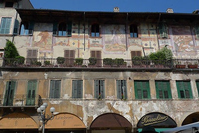 Mazzanti House facade with frescos
