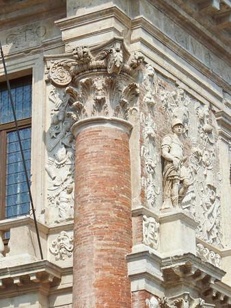 Palazzo del Capitaniato, Piazza dei Signori